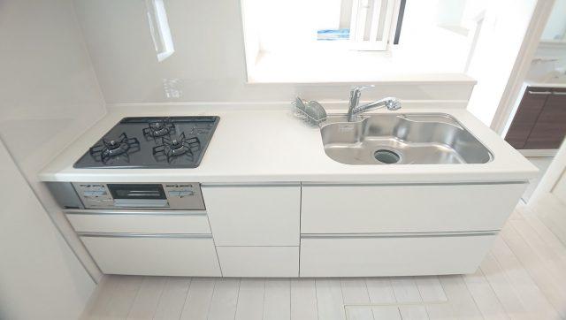 キッチンのサンプル画像。早期ご契約でカラーは変更可能な場合が多いです。